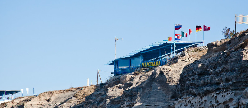 Vlichada restaurant on the cliff [EOS 5DMK2 | EF 24-105L@105mm | 1/640s | f/6.3 | ISO200]