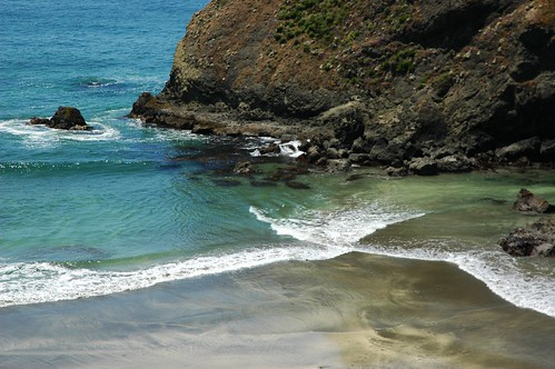 Where the gentle blue waves cross, tidal pool, beach, Pacfic Ocean, California coast, USA by Wonderlane