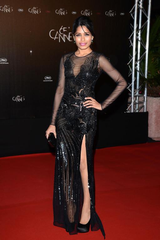 Freida Pinto in Versace.jpg