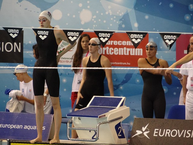 Iceland ladies before the 2012 Debrecen 4x100 medley relay