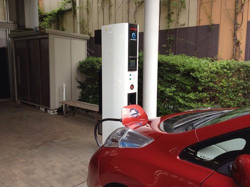 日産プリンス東京 荻窪店はEV用急速充電器設置店です。