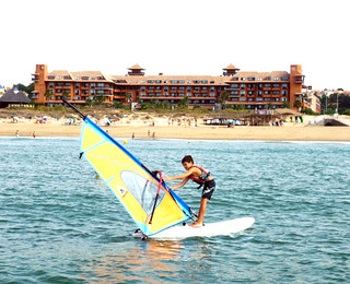 Practicando windsurf.