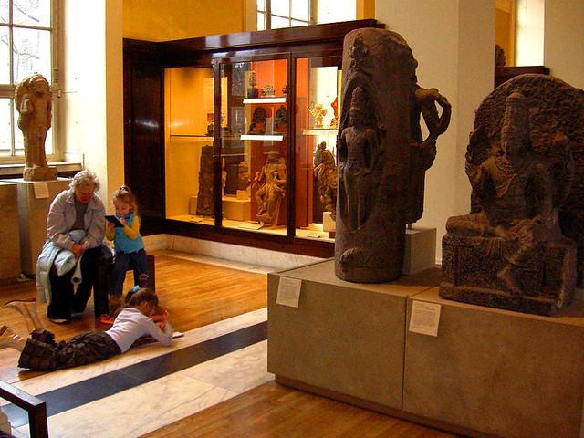 Лондон,  Британский музей, здесь все чувствуют себя свободно