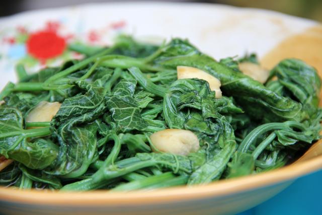 Pad Yord Mala (Melon Leaves) ผัดยอดมะระ