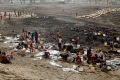 Refugees dig for water in a dried up watering hole in Jamam camp, in South Sudan's Upper Nile state. Credit: Jared Ferrie/IPS