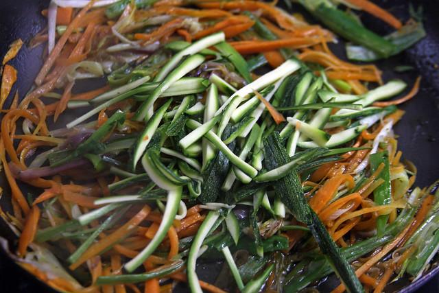 Penne Rigate con Hongos y Vegetales 085