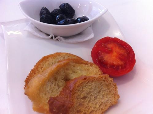 Tortosa | Paiolet | Pan, tomate y olivas para entrar en calor