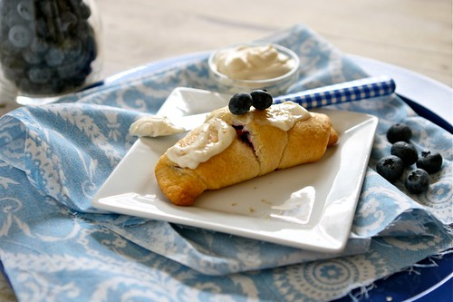 Blueberry Cream cheese crescent rolls 001