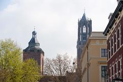 <p>Uitzicht op de Domtoren en de Buurkerk vanaf de Mariaplaats te Utrecht</p>