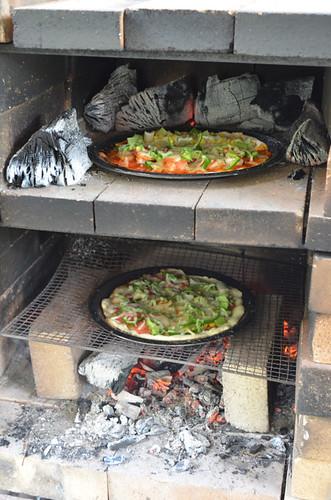 うわさの石窯でピザを作ってみた。これが土呂部ピザ。 キャンプ イン ドロブックル 土呂部地区