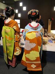 Maiko, Katsune and Umeyae, at Kyoto in Japan: 舞妓、勝音と梅やえ、京都