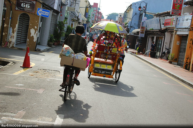 Melaka - Bicycle vs Trishaw