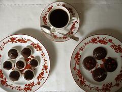 café e pequenas delícias de chocolate