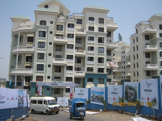 Reelicon Garden Grove & Traffic on Hairpin Turn of Katraj Ambegaon Khurd Road at Windsor County, 1 BHK 2 BHK & 3 BHK Flats near Reelicon Garden Grove, Datta Nagar, Ambegaon Budruk, Pune 411046