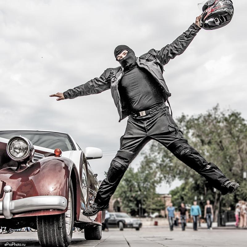 летящий байкер