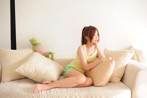 [フリー画像素材] 人物, 女性 - アジア, 女性 - 座る, 頬杖, 台湾人 ID:201206092200
