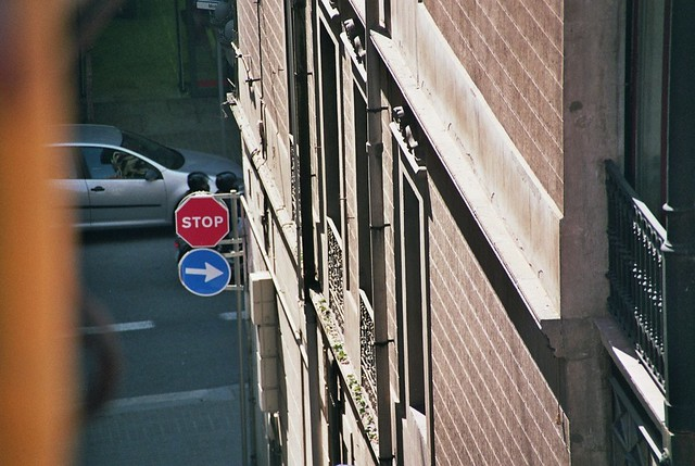 Stop i a la dreta