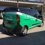 Halvfolierad bil till Satcom.