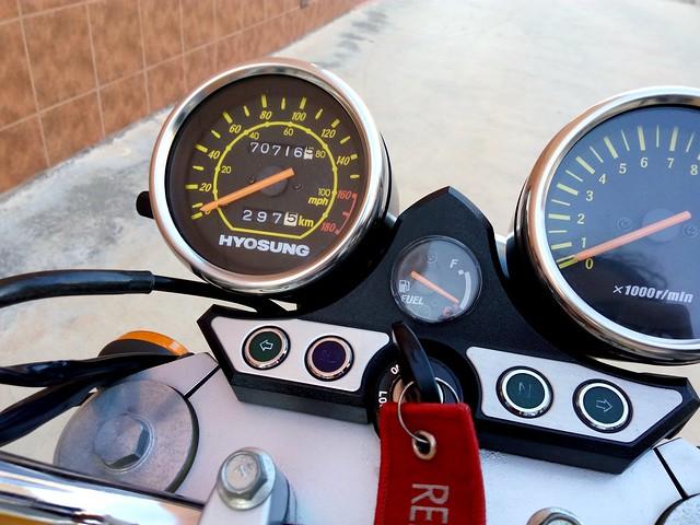 Hoy cumplo 10 años y 70.000 kilómetros....GT 250 naked 26944127681_0a8d381868_z