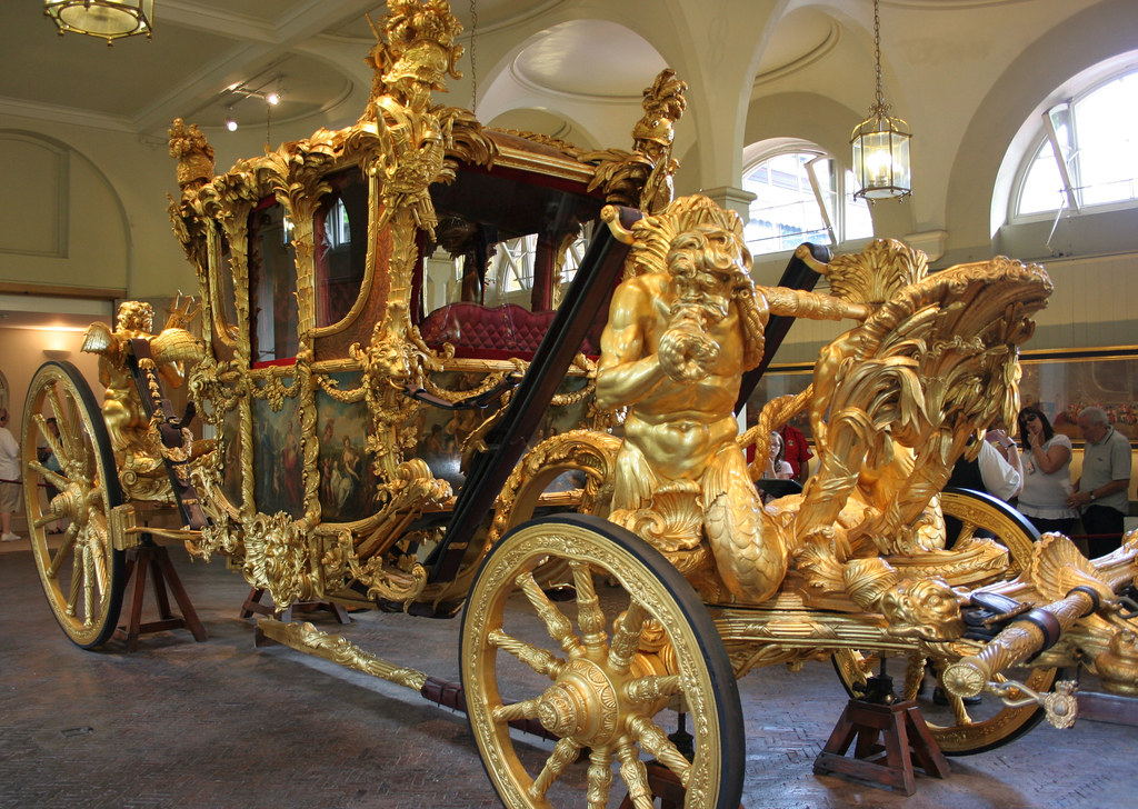 Gold state coach of the Royal Mews. Credit Crochet.david
