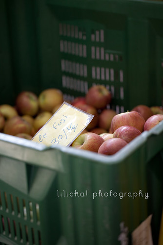 Italy, farmer market: Fuji apples