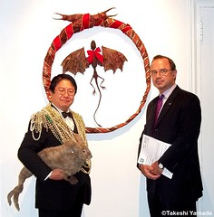Seara (sea rabbit), Dr. Takeshi Yamada and muse of art in front of Yamada's