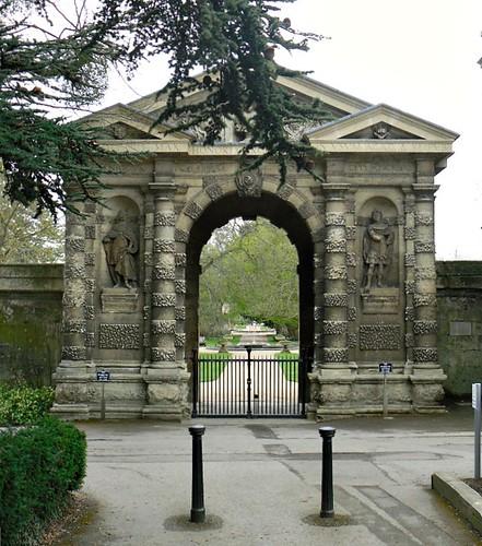 aBotanic Gardens fountain