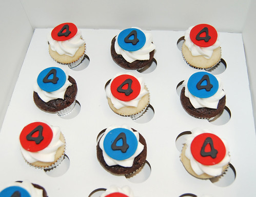 mini cupcakes for 4th birthday pirate themed celebration