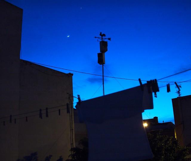 Veleta, cajas nido y luna creciente