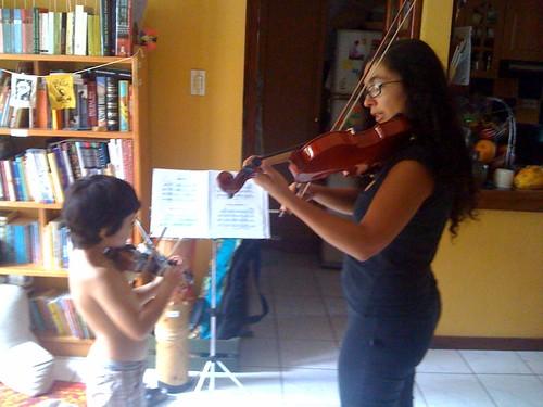 Tarde calurosa de violines