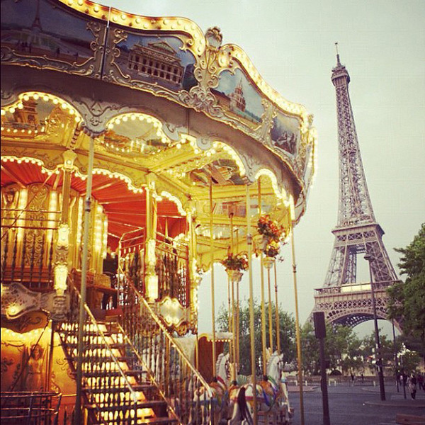 carousel-eiffel-tower