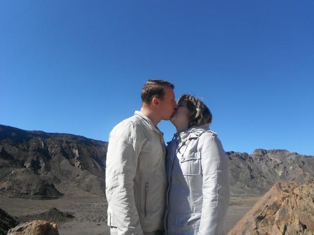 Леша и Наташа целуются // Kiss near Teide