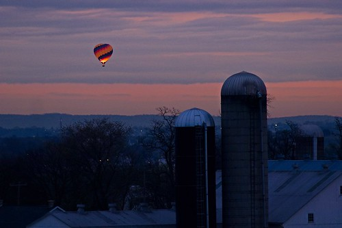 morning sky usa dawn glow farm unitedstatesofamerica balloon lancaster hotairballoon strasburg lancasterpa strasburgpa nikkor300mmf45