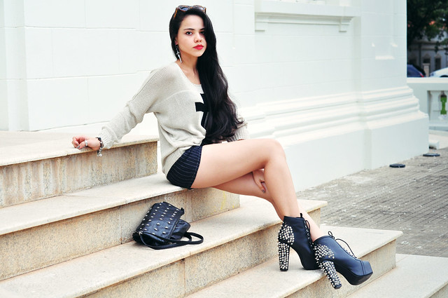 cross look: clara campelo - jeffrey campbel shoes