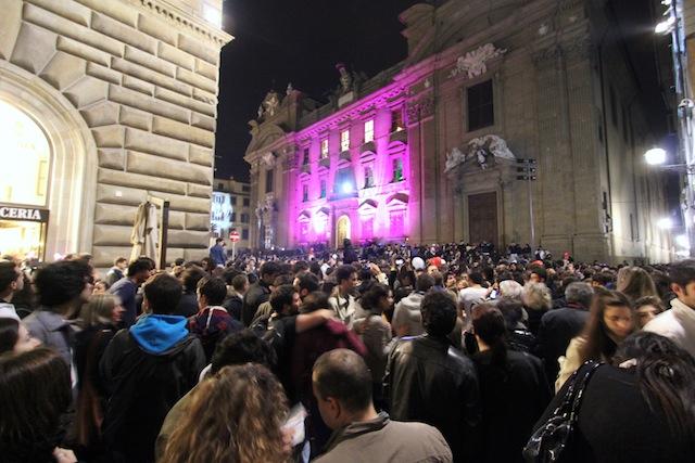 Crowd outside Palazzo Vecchio
