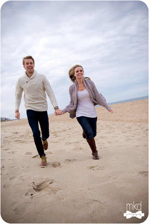 Engagement session - Running on the beach