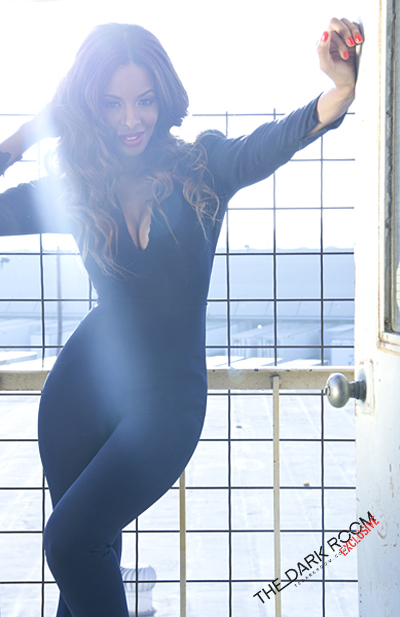 Vanessa-Simmons-For-The-Dark-Room
