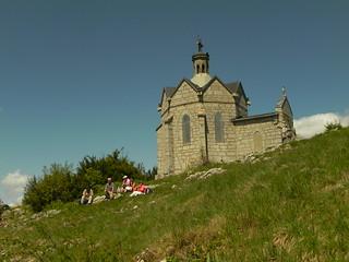 Pause cassecroûte au pied de la chapelle