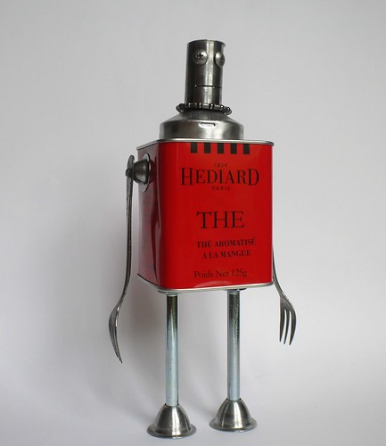 recycled robot sculpture Hediard III king of england