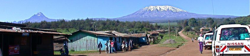 Trekking Mount Kenya und Kilimanjaro. Mawenzi und Kilimanjaro/Kibo von Norden/Kenja betrachtet. Foto: Archiv Härter.
