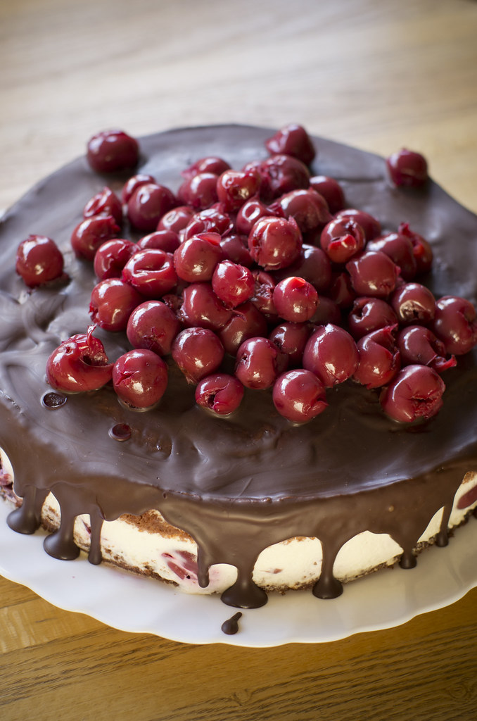 Šokolaadi-kohupiimatort kirssidega / Chocolate & curd cheese cake with cherries
