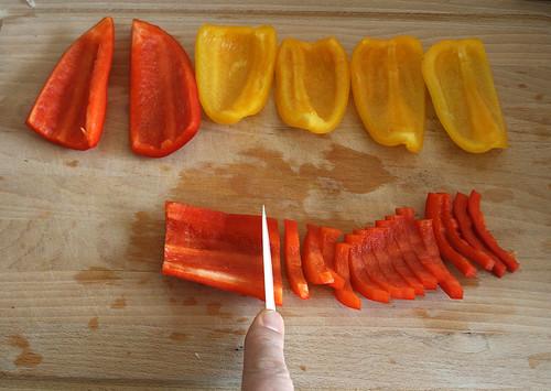 16 - Paprika in Streifen schneiden / Slice paprika