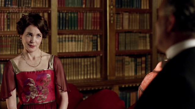 DowntonAbbeyS02E09_Corareddgoldcenter1