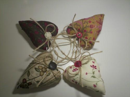 Corações ....... by tania patchwork