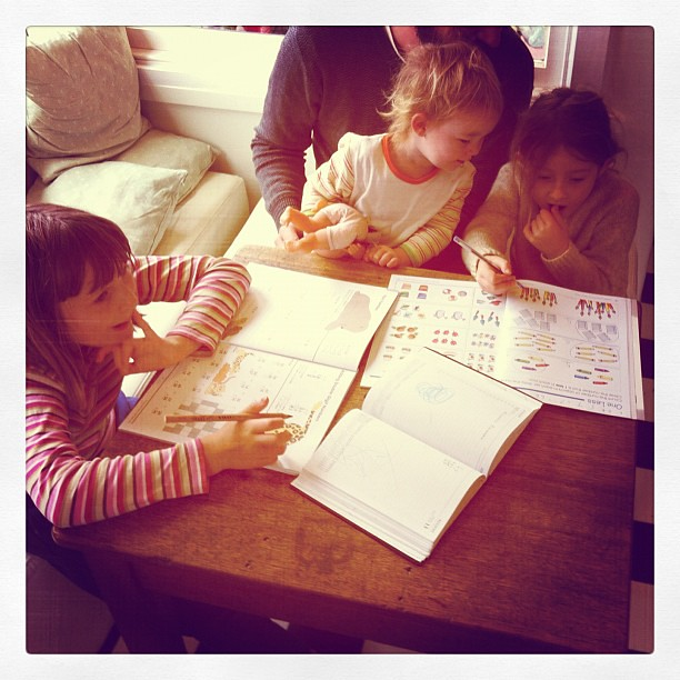 Spontaneous maths while the pasta cooks #unschooling #maths #lunch #owlets