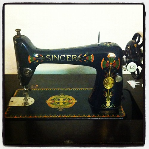 My new baby!!! A 1935 Singer sewing machine!