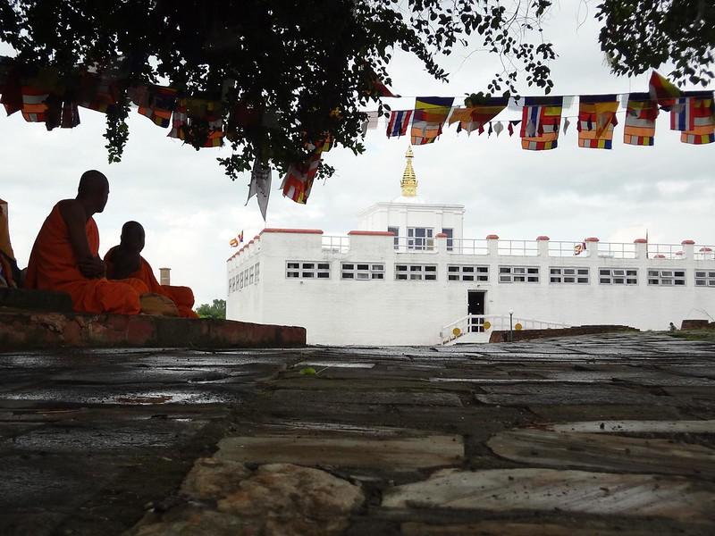 Monges e local onde nasceu Sidarta Gautama - Buda