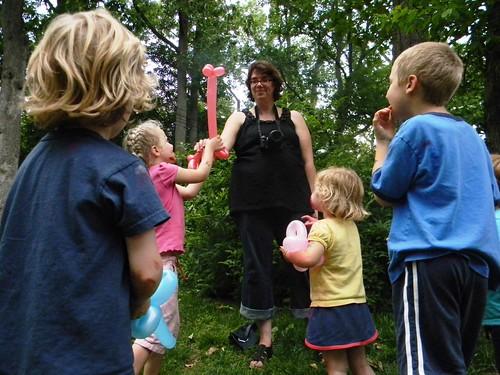 ta da! a balloon giraffe