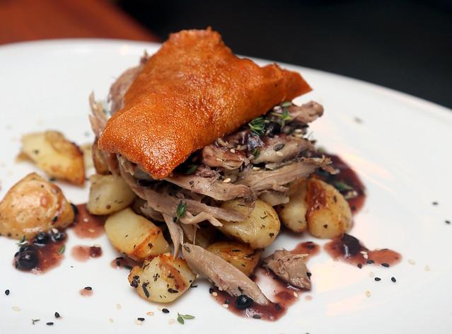 卡普里契:烤乳猪撒丁岛风格的跳线酱烤土豆