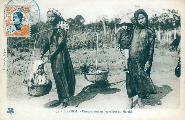 BIENHOA - Femmes annamites allant au marché